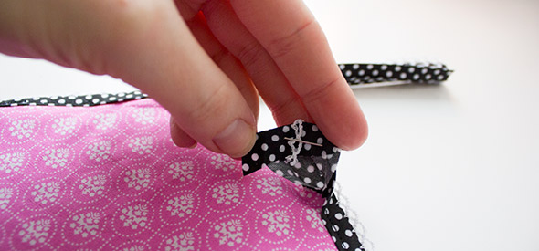 Schrägband 1cm umfalten & stecken