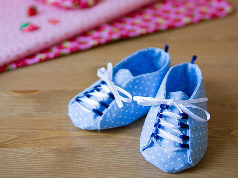 Babyschuhe mit Schnürsenkeln selbst nähen: Schnittmuster ...