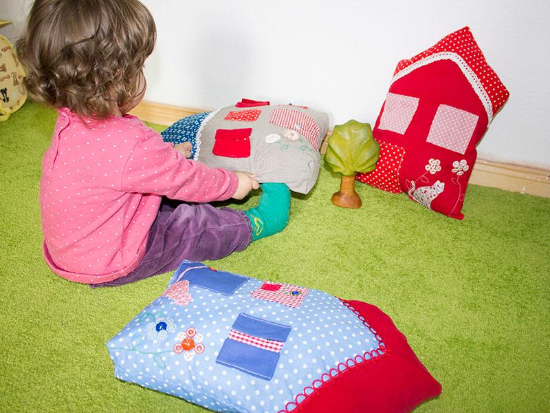 Süßes Häuser-Kissen in 2 Varianten: Probenäher gesucht (06.05. bis 10.05.2013)