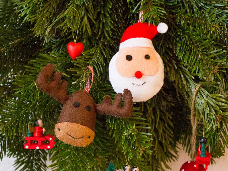 Süße Deko-Idee: Rentier- und Weihnachtsmann-Anhänger aus Filz (mit kostenlosem Schnittmuster)