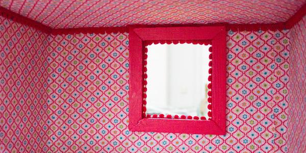 Puppenhaus tapezieren