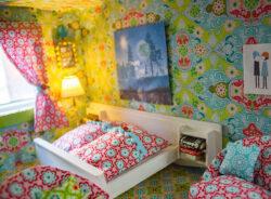 Neugestaltung eines Puppenhauses: 4. Bettwäsche, Gardinen und eine Mini-Schneiderpuppe nähen