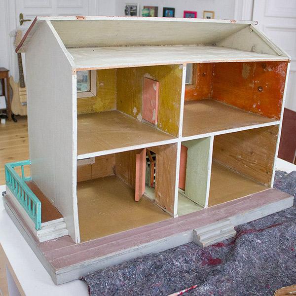 neugestaltung eines puppenhauses 1 entkernen und au enfassade gestalten kreativlabor berlin. Black Bedroom Furniture Sets. Home Design Ideas