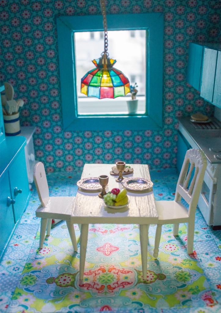 Vintage Love: Neugestaltung eines Puppenhauses