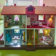Vintage Love: Ein altes Puppenhaus neu gestalten