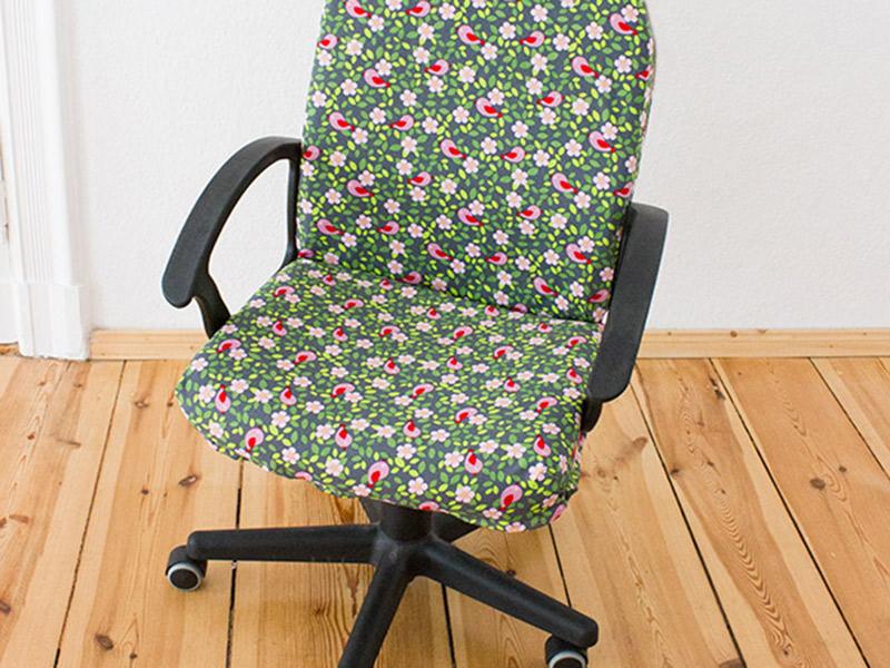 Mini-DIY: Einen Stuhl mit Stoff beziehen