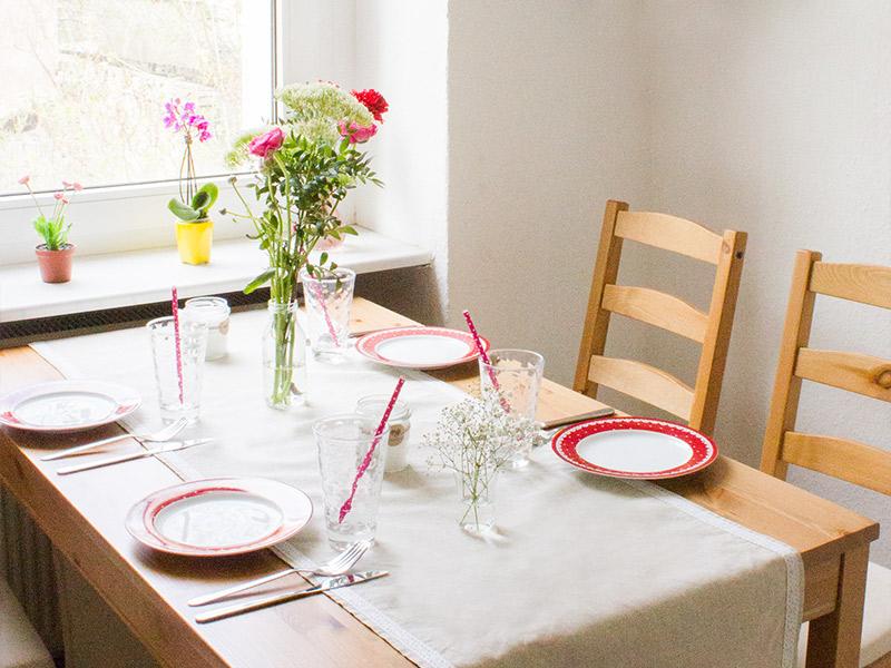 Nähanleitung zur Hochzeit: Einen festlichen Tischläufer selbst nähen