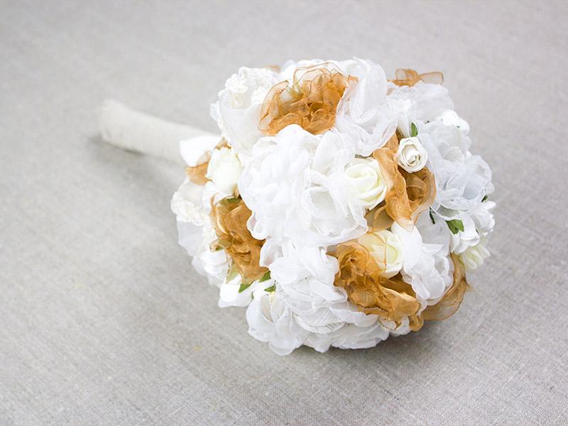 Kostenlose DIY-Anleitung zur Hochzeit: Brautstrauß mit Stoffblumen