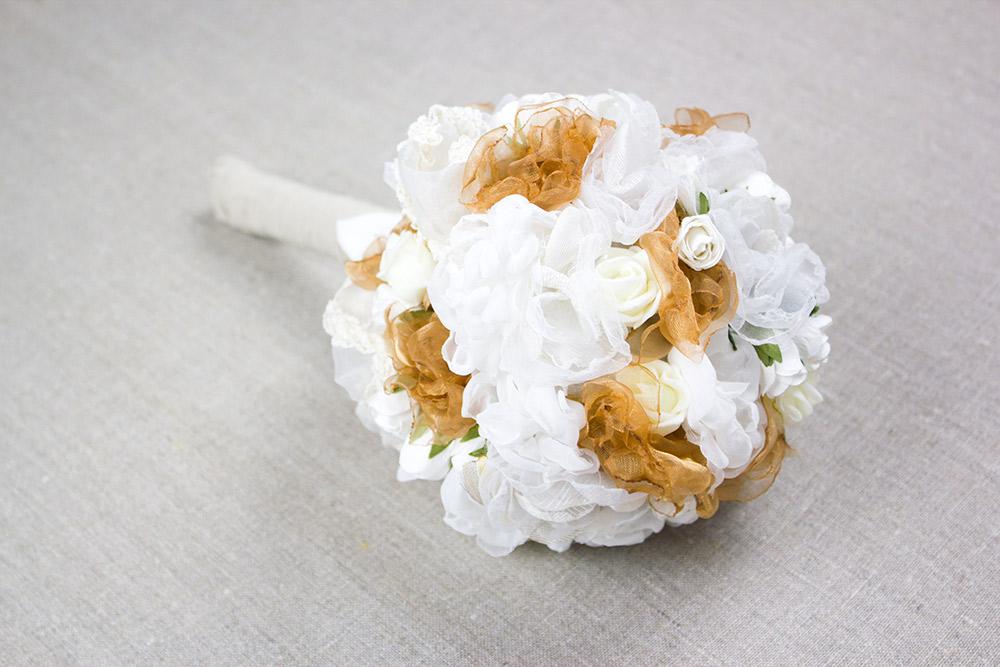 Brautstrauß aus Stoffblumen