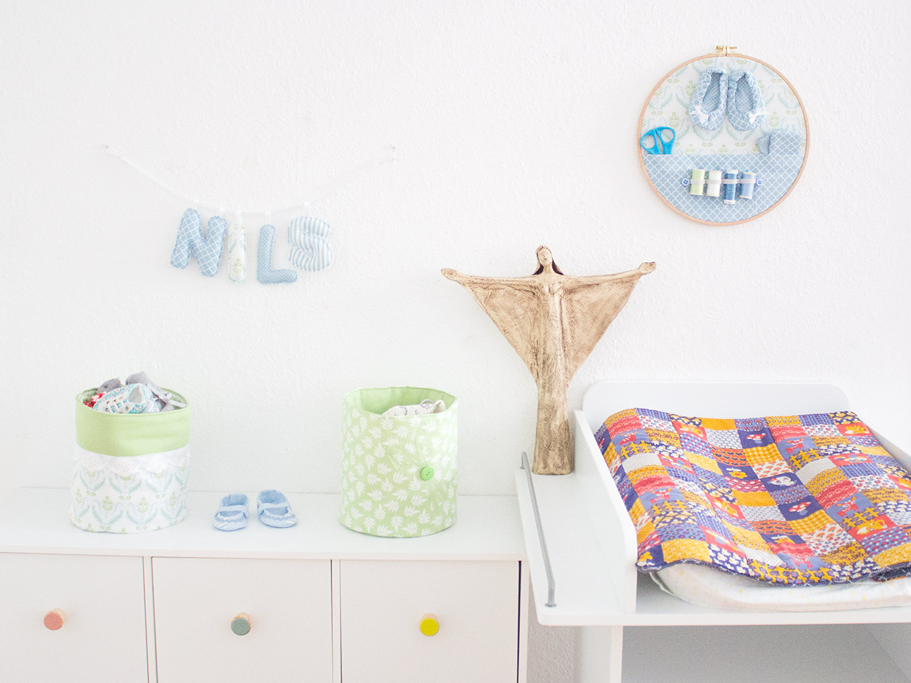 baby buchstabenkette selbst n hen kostenlose n hanleitung. Black Bedroom Furniture Sets. Home Design Ideas