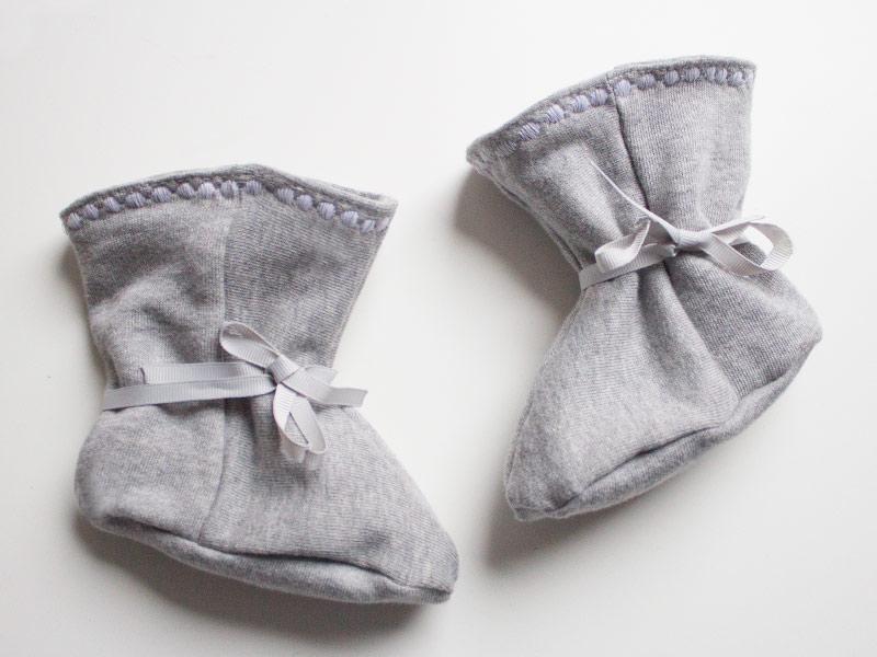 Babystiefel mit Zierstich