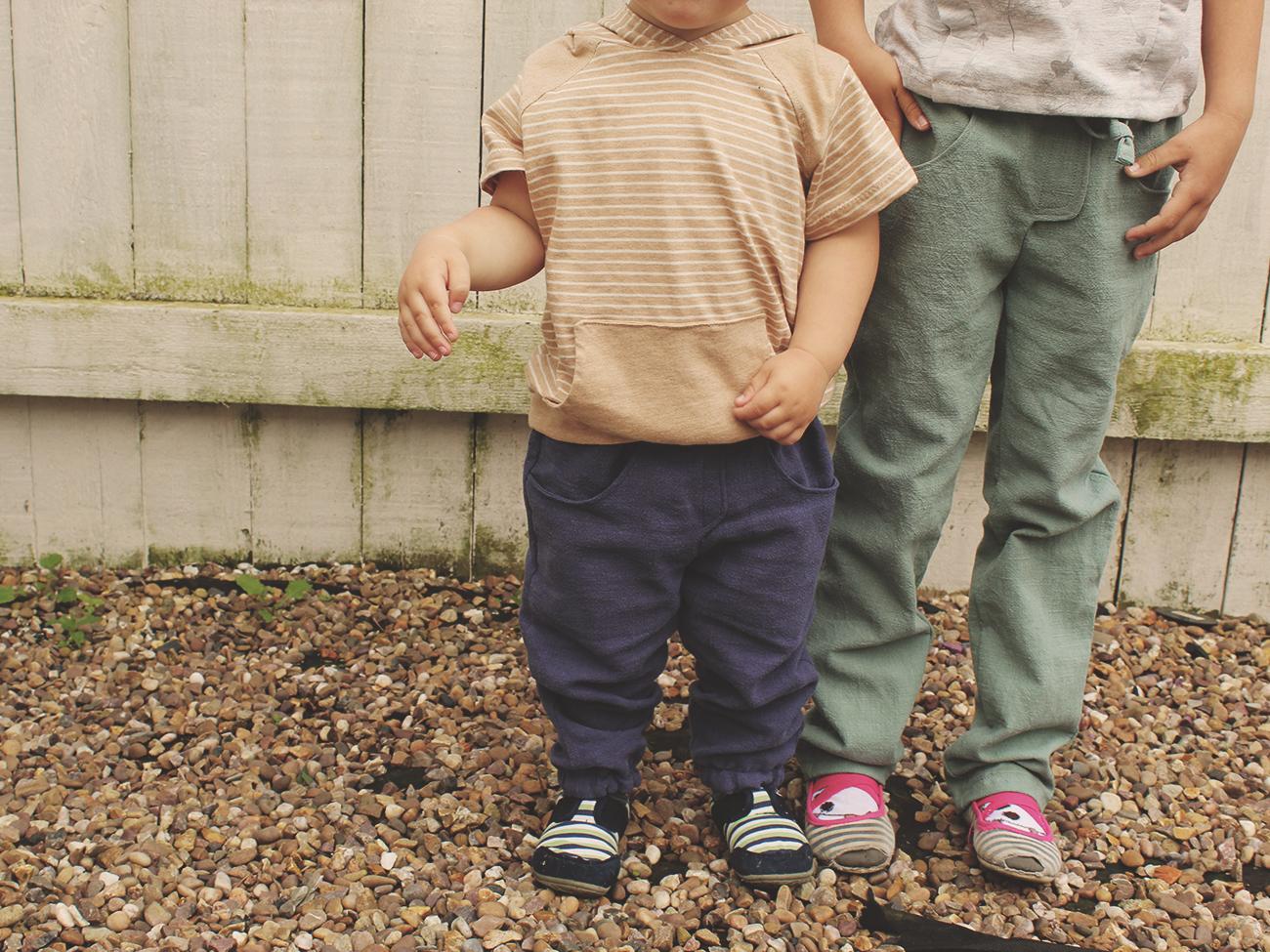 """Unsere Kinderhosen """"Alvin"""" - ganz minimalistisch aus Biostoffen"""