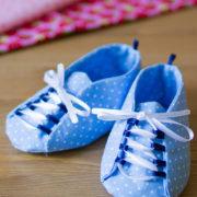 Babyschuhe mit Schnürsenkeln